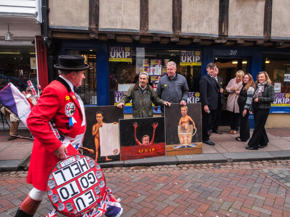 Political artist Kaya Mar takes paintings of Cameron, Miliband and Farage to Rochester one day before the bye-election